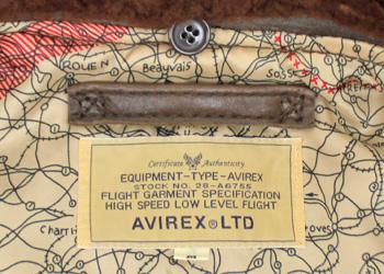 AVIREX(アヴィレックス)G-1(羊革)、首元にはAVIREXのロゴタグ入り。