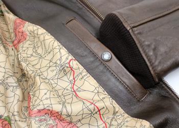 AVIREX(アヴィレックス)G-1(羊革)、裏地には当時の戦禍の地図がプリントされています