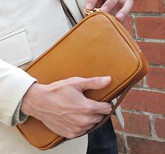 スタイリッシュなデザインのセカンドバッグ(牛革/日本製)