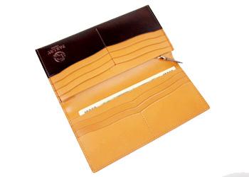 クラシック革長財布(牛革)、カードポケットは全部で14箇所。フリーポケットも備わっており、薄くても十分な機能性を秘めています。
