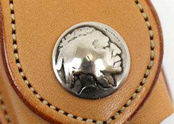 革ジッポケース ベルトループ付き(牛革)、コンチョにはアンティーク5セントコインを使用