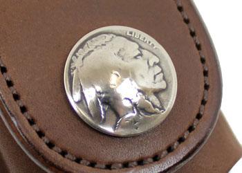 革ジッポケース ナスカン付き(牛革)、コンチョにはアンティーク5セントコインを使用