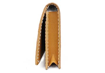 22色からステッチが選べる 手縫いカードケース(牛革)メイン収納のマチは1.5cmあります