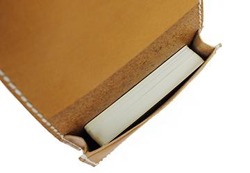 22色からステッチが選べる 手縫いカードケース(牛革)一般的な名刺サイズなら50枚は余裕で収納できます