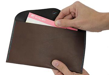 22色からステッチが選べる 手縫いレザーケース(牛革/日本製)通帳入れとして使用するのもいいです。