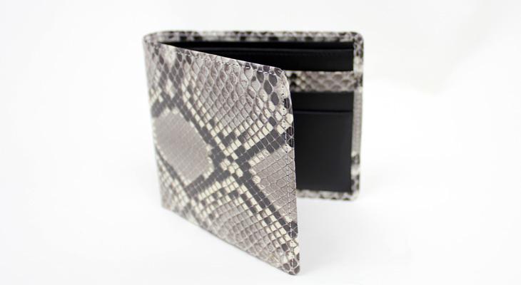 87d784b614ca エナメル加工の品のある二つ折りパイソン財布(錦蛇革) 革製品専門店 ...